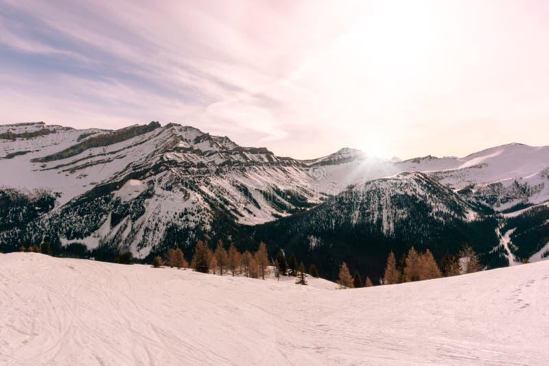 Alba nel canadese Montagne Rocciose nel lago Louise Near Banff National Park fotografia stock