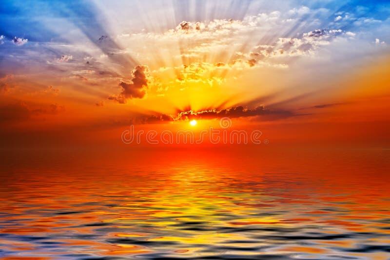 Alba nel mare fotografie stock libere da diritti
