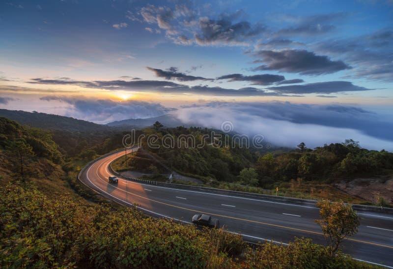 Alba nel punto di vista di Doi Inthanon, Tailandia fotografie stock