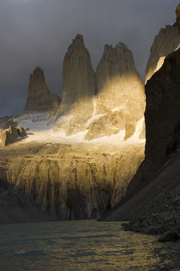 Alba nel Torres del paine NP immagine stock libera da diritti