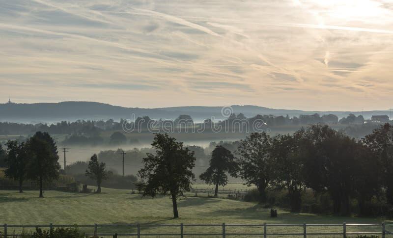 Alba nelle colline del Belgio fotografie stock