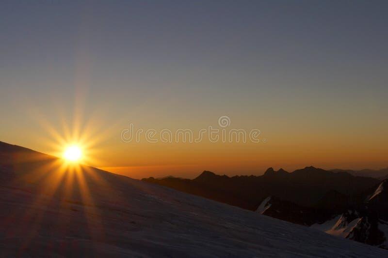 Download Alba nelle montagne immagine stock. Immagine di lifestyle - 3145507