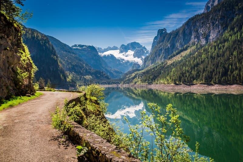 Alba sbalorditiva nel lago della montagna in Gosau, alpi fotografie stock libere da diritti