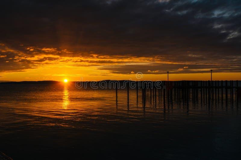 Alba sopra il bacino e la baia di Chesapeake, a Havre de Grace, marzo immagini stock