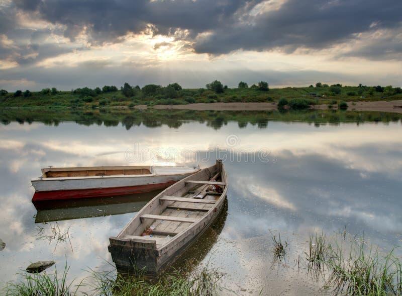 Alba sopra il fiume fotografie stock