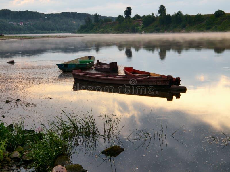 Alba sopra il fiume fotografie stock libere da diritti