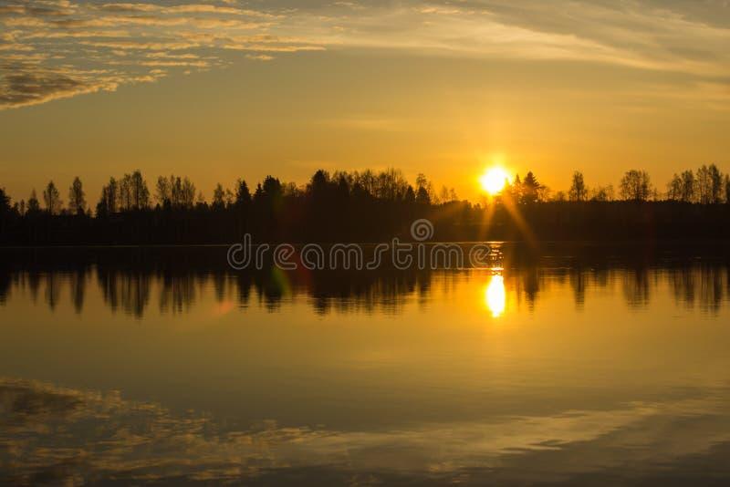 Alba sopra il fiume di Kokemäenjoki, Finlandia 2 fotografia stock libera da diritti
