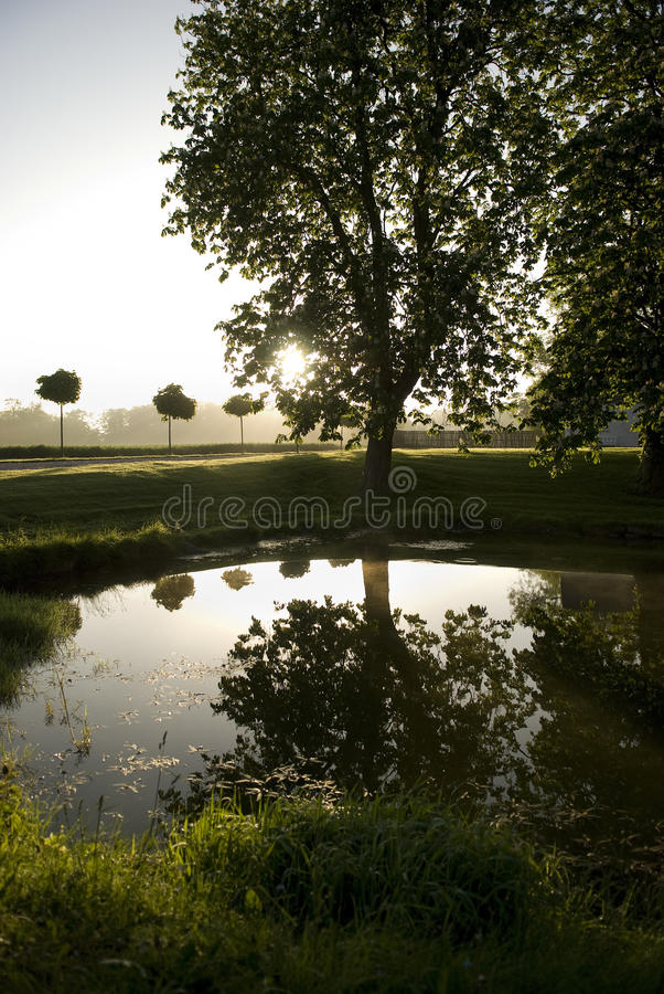 Alba sopra il lago della campagna fotografia stock libera da diritti