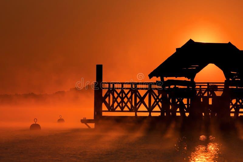 Alba sopra il lago Zegrze immagini stock libere da diritti