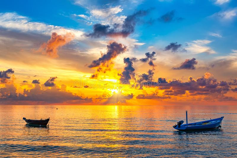 Alba sopra l'oceano fotografia stock