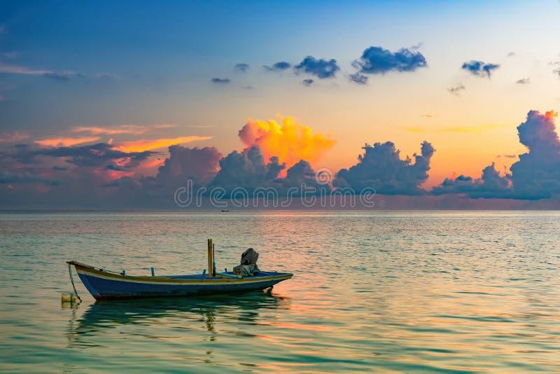 Alba sopra l'oceano fotografia stock libera da diritti