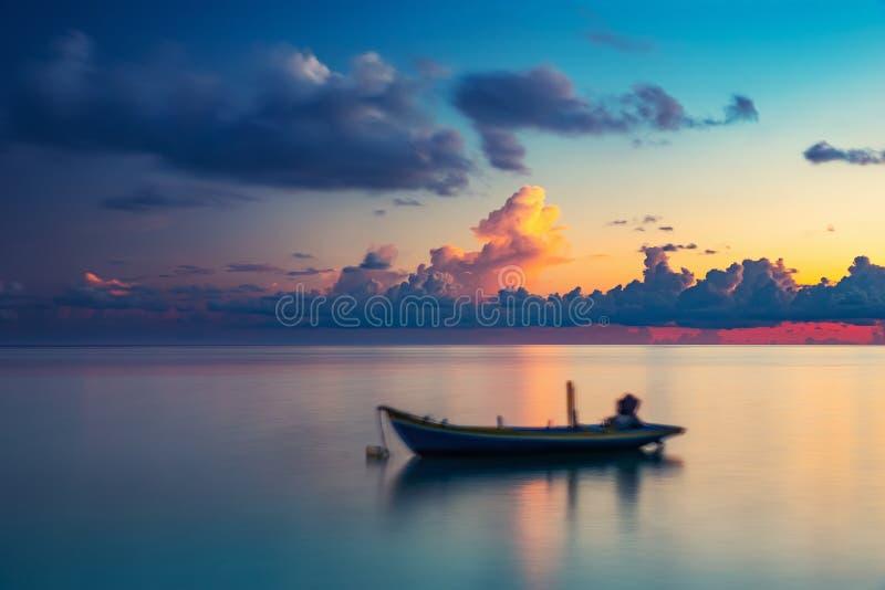 Alba sopra l'oceano immagini stock