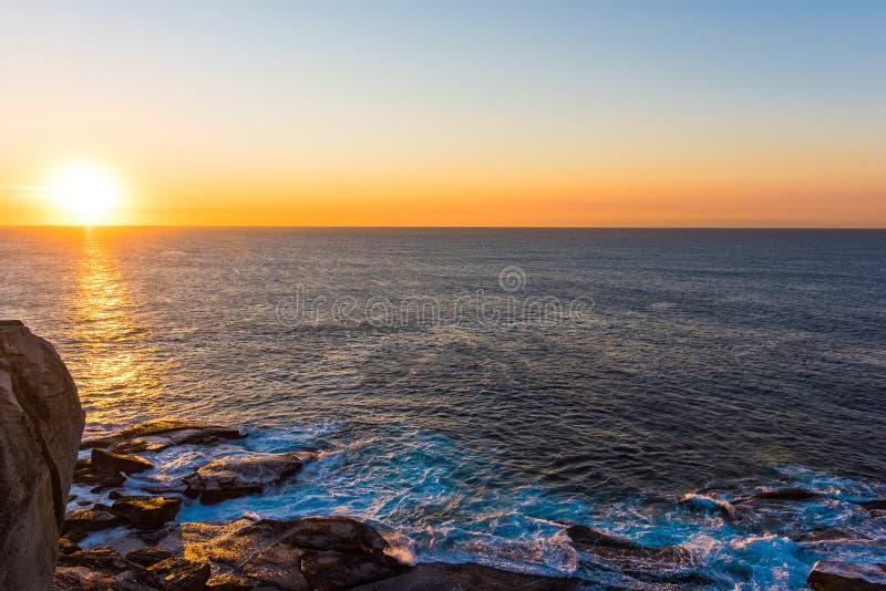 Alba sopra l'oceano in Bondi, Sydney, Australia fotografia stock libera da diritti