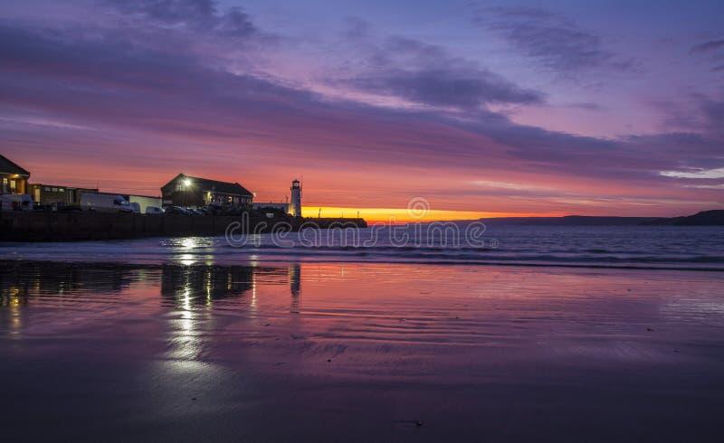 Alba sopra la baia del sud, Scarborough fotografia stock libera da diritti