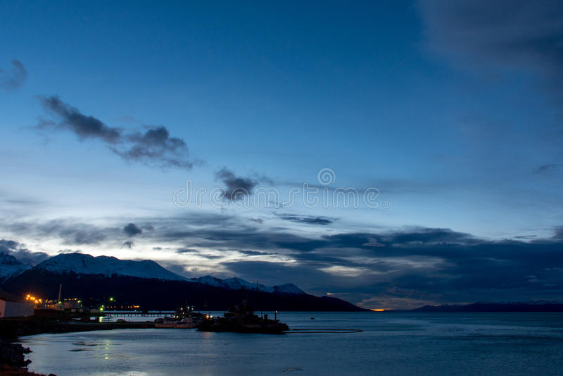 Alba sopra le montagne immagine stock