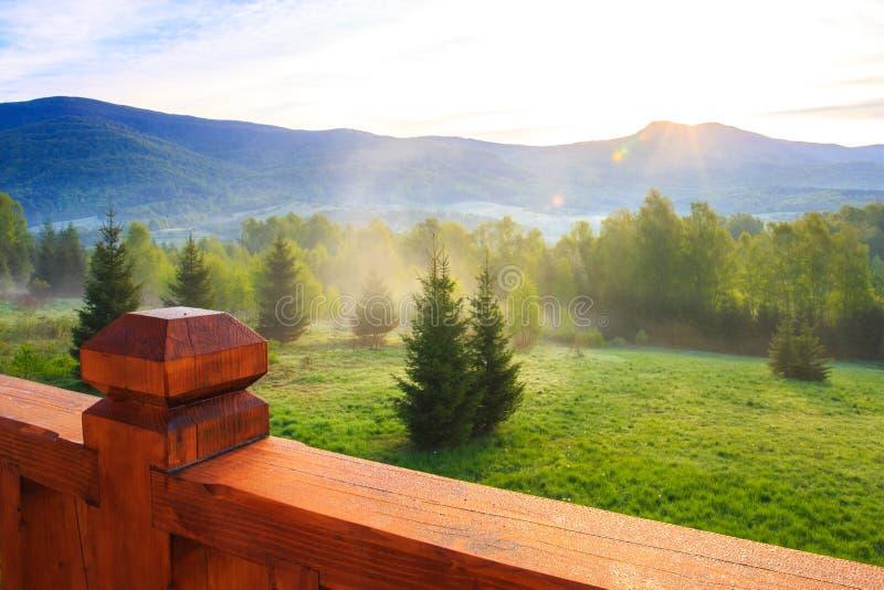 Alba sopra le montagne di Bieszczady immagine stock libera da diritti