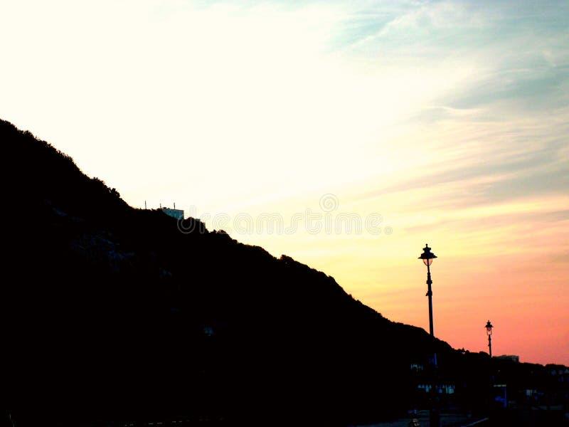 Alba sopra le scogliere di Bournemouth fotografie stock