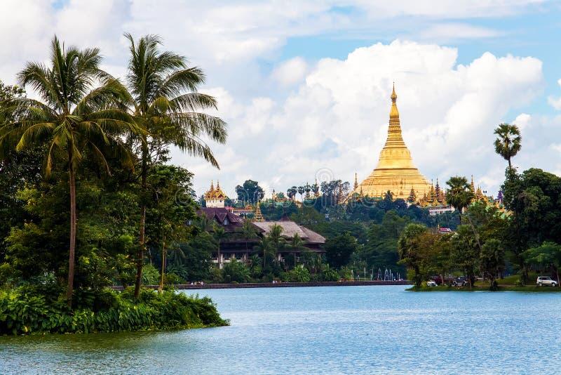 Alba sopra le tempie di Bagan, Myanmar fotografia stock