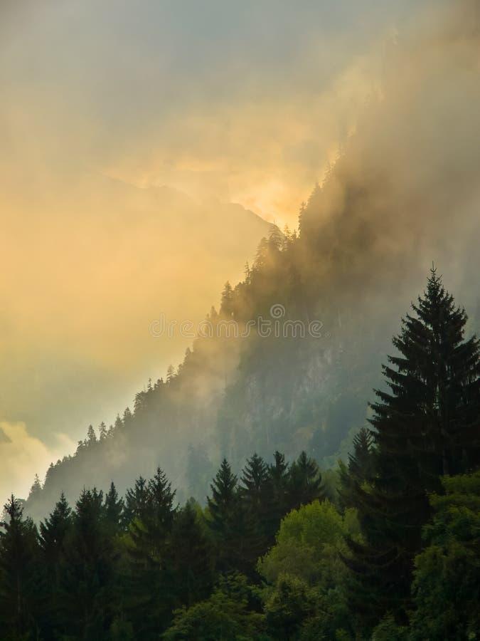 Alba sopra Les Deux Alpes fotografia stock libera da diritti