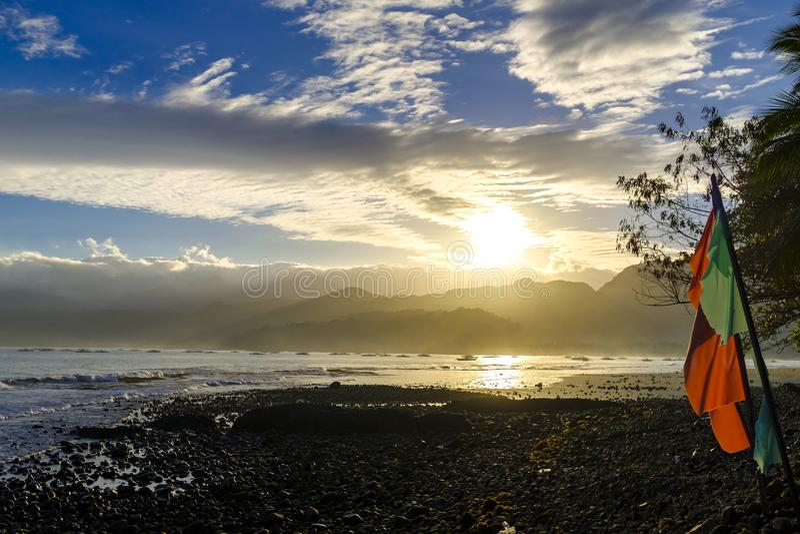 Alba sopra una baia in Sabang fotografia stock libera da diritti