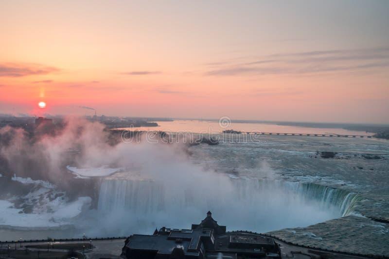 Alba spettacolare al cascate del Niagara fotografia stock
