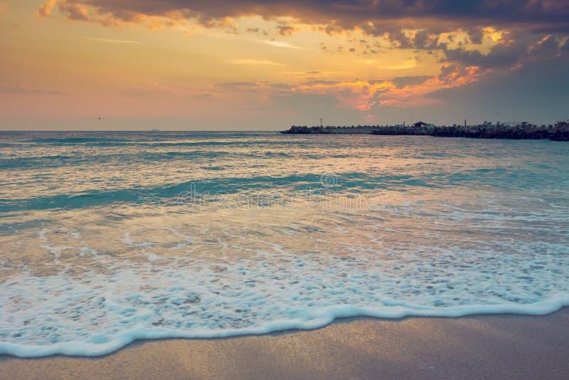 Alba stupefacente alla spiaggia immagini stock libere da diritti