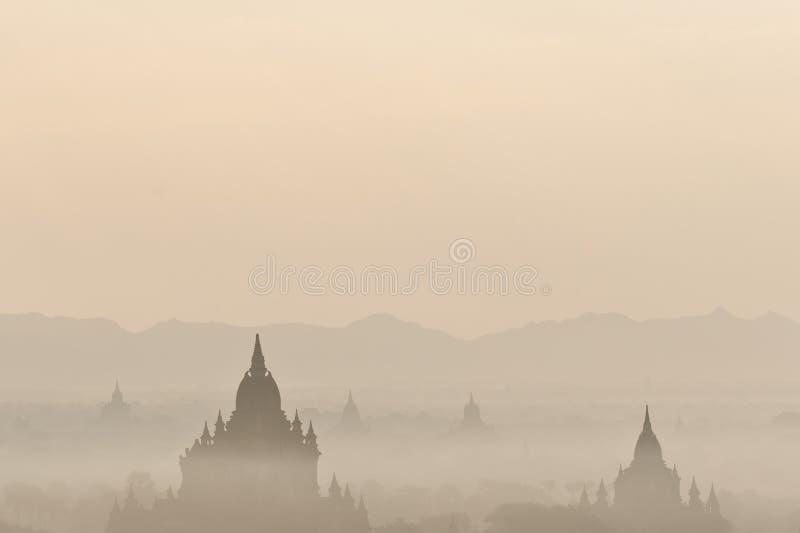 Alba stupefacente e tempie a Bagan Kingdom, Myanmar (Birmania) immagine stock libera da diritti