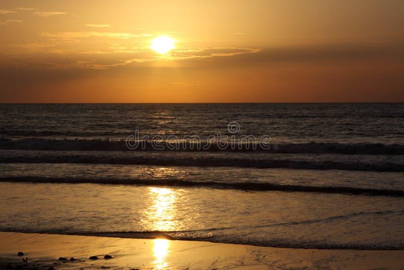 Alba su un mare. fotografia stock