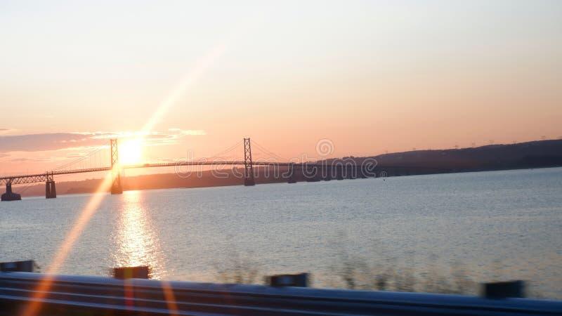 Alba su un ponte immagini stock libere da diritti