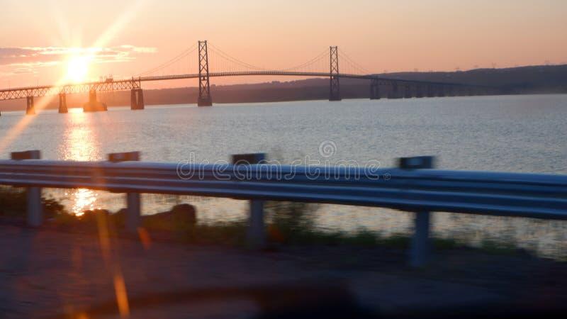 Alba su un ponte fotografia stock