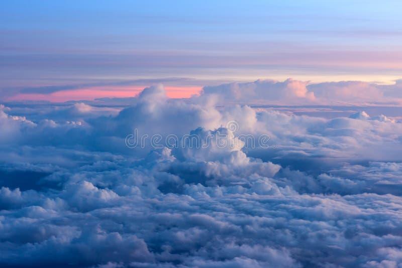 Download Alba Sul Cielo E Sulle Nuvole, Fondo Fotografia Stock - Immagine di sole, paesaggi: 55364982