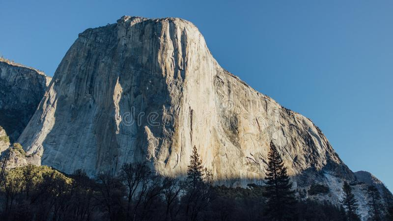 Alba sul EL Capitan in valle di Yosemite fotografia stock libera da diritti