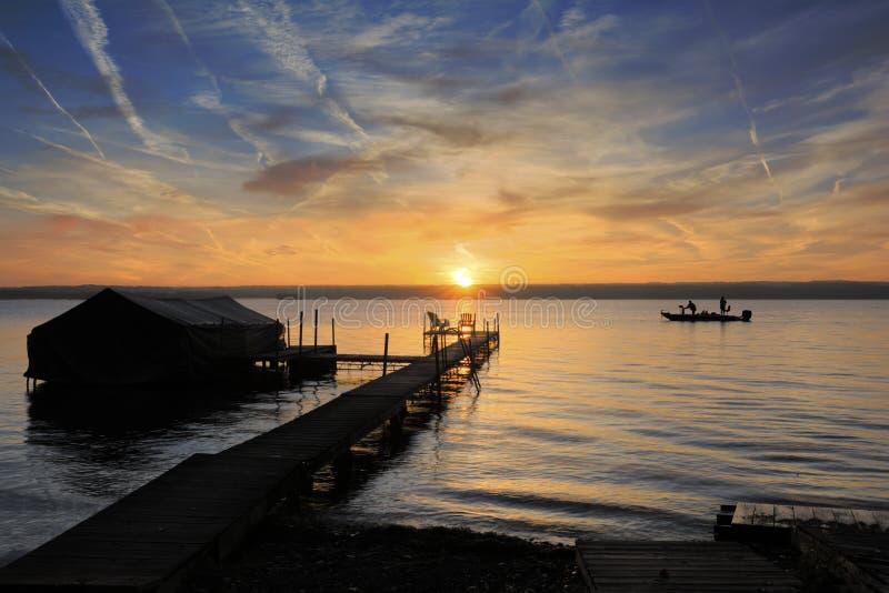 Alba sul lago fotografie stock libere da diritti