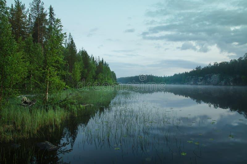 Alba sul lago del Nord fotografia stock libera da diritti