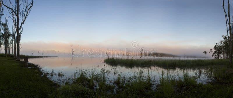 Alba sul lago Tinaroo fotografia stock libera da diritti