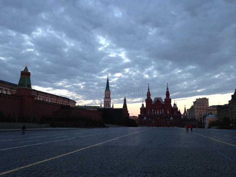 Alba sul quadrato rosso a Mosca, Russia immagini stock libere da diritti