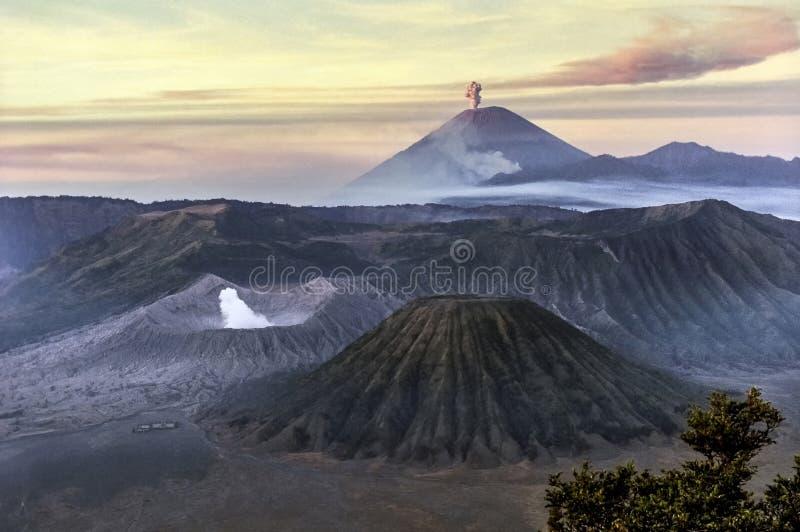 Alba sul supporto Bromo, Java Island, Indonesia fotografia stock libera da diritti