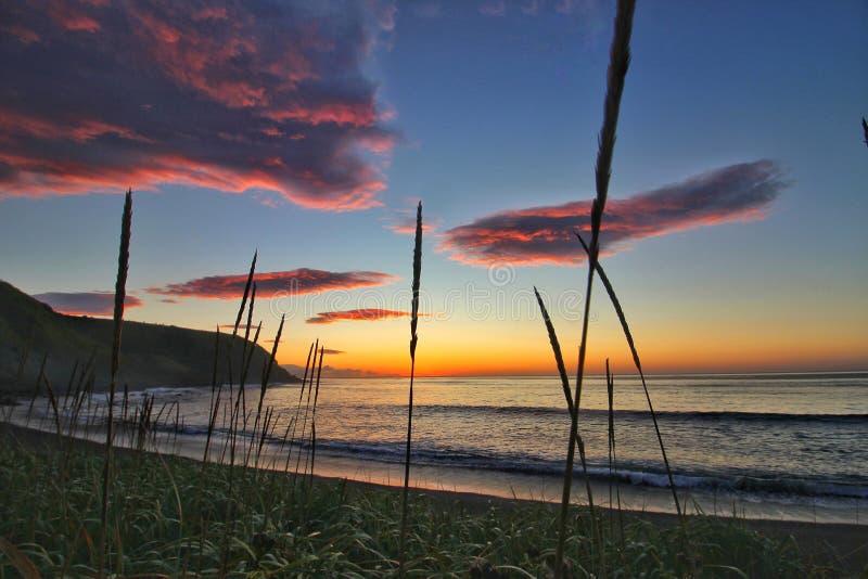 Alba sull'isola di Kunashir fotografie stock libere da diritti