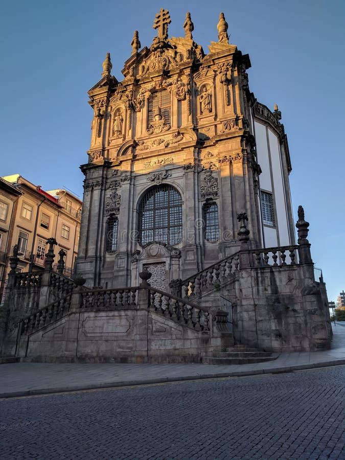 Alba sulla cattedrale di Oporto a Oporto, Portogallo fotografie stock