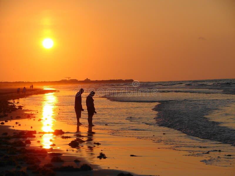 Alba sulla spiaggia immagini stock