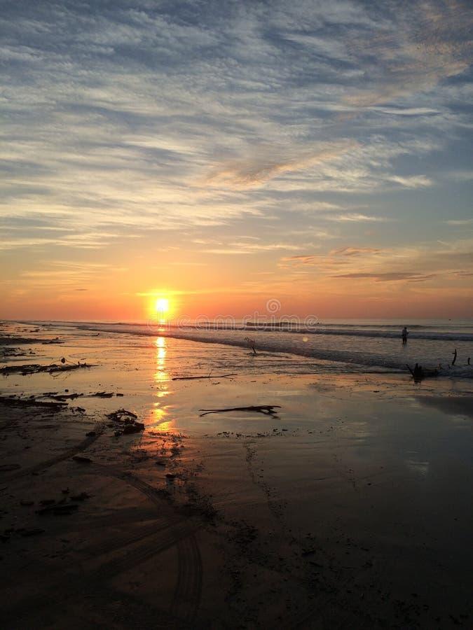 Alba sulla spiaggia di Surfside fotografia stock