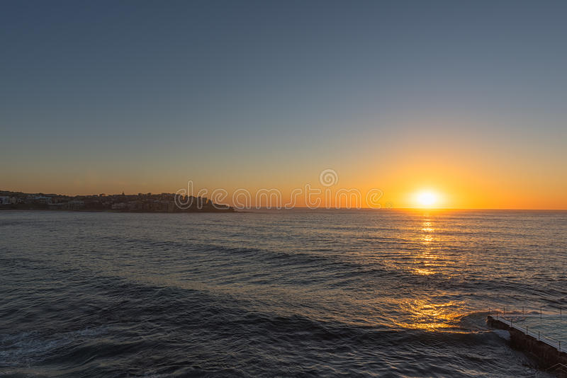 Alba sulla spiaggia Sydney NSW Australia di Bondi fotografia stock libera da diritti