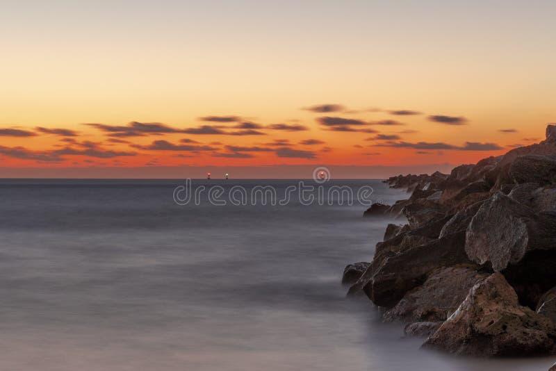 20181029 alba sulla spiaggia - una nuova alba fotografia stock