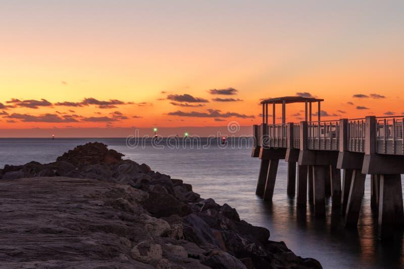 20181029 alba sulla spiaggia - una nuova alba fotografia stock libera da diritti
