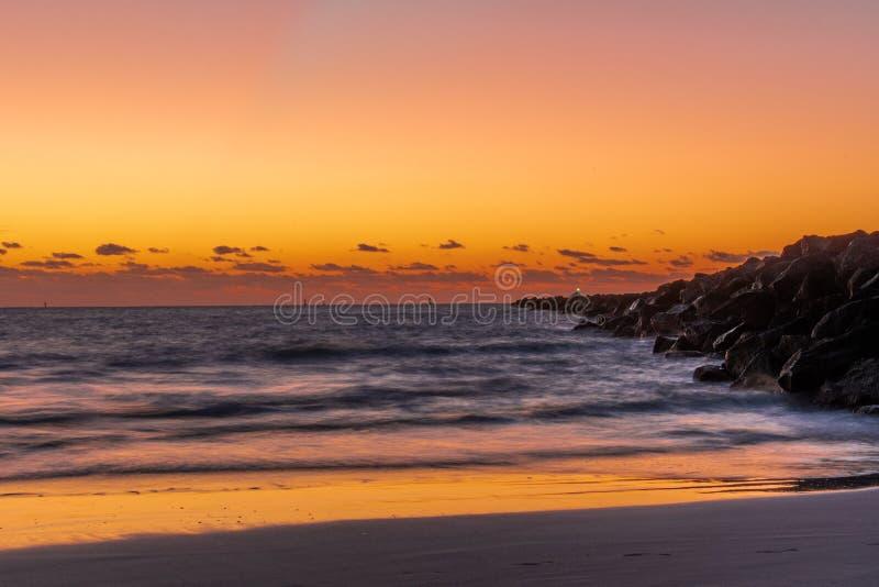 20181029 alba sulla spiaggia - una nuova alba fotografie stock libere da diritti