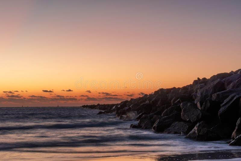 20181029 alba sulla spiaggia - una nuova alba immagini stock libere da diritti