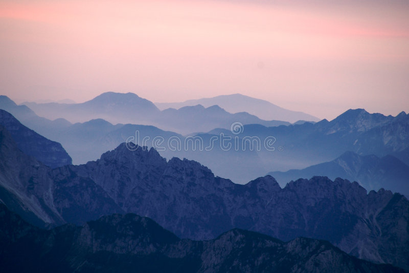 Alba sulle montagne italiane fotografie stock