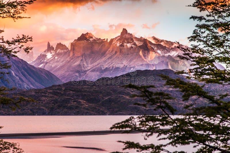 Alba a Torres del Paine fotografia stock libera da diritti