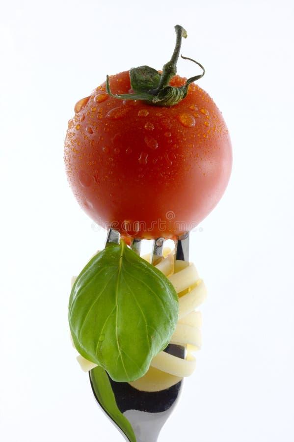 Albahaca del tomate de las pastas imagen de archivo libre de regalías