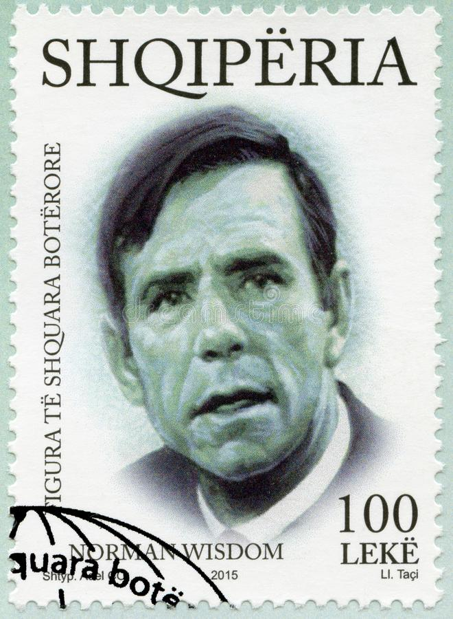 ALBANIEN - 2015: shower Sir Norman Joseph Wisdom 1915-2010, internationella distingerade personligheter för serie arkivfoto